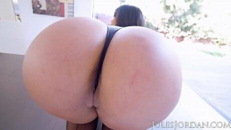 Jules Jordan - Sahara Leone Uses Her Bulbous Booty To Make Manuel Explode